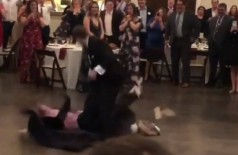Noivo dá golpe de luta livre em pleno casamento e vídeo do momento viraliza (Foto: reprodução/Instagram)