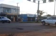 Com semáforos desativados, trânsito na região ficou tumultuado (Foto: Reprodução)