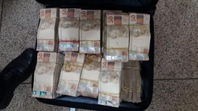 Mala com mais de R$ 400 mil foi encontrada na casa do empresário após atentado (Foto: Divulgação)