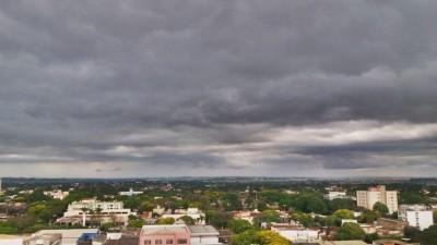 Dia deve continuar chuvoso neste fim de semana - Foto: Karol Chicoski/94FM