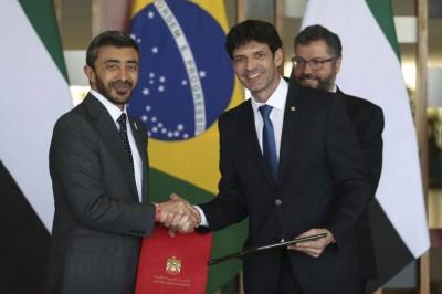 Ministro do Turismo, Marcelo Álvaro Antonio, cumprimenta o chanceler dos Emirados Árabes, no Itamaraty, xeique Abdullah bin Zayed Al Nahyan (Foto: José Cruz/Agência Brasil)