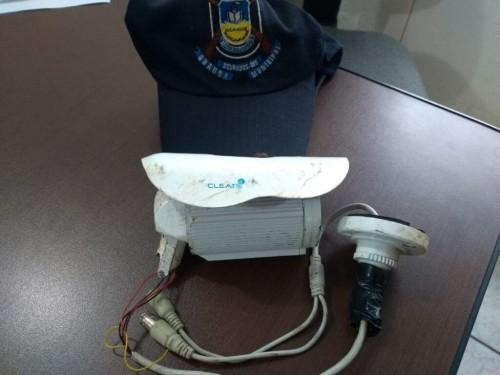Câmera destruída pelo adolescentes - Foto: Ronda Escolar Comunitária da Guarda Municipal