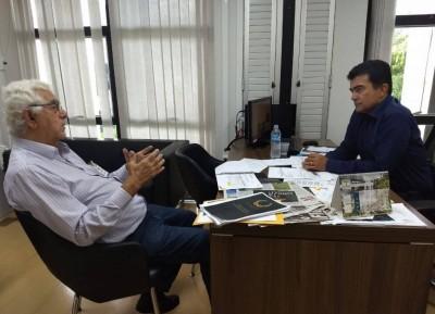 Deputado estadual Marçal Filho reunido com Claudemir Alves Mata, diretor de Relações Institucionais da CCR MS Via - Foto: Divulgação