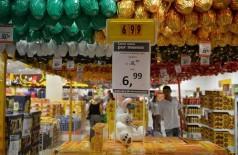 Alta do dólar prejudica vendas para a Páscoa. Consumidor está mais retraído  (Arquivo/Rovena Rosa/Agência Brasil)