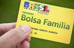 Bolsonaro diz que vai anunciar o 13º salário do Bolsa Família nesta quarta-feira