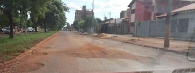 Buraqueira nas ruas de Dourados só deve acabar num prazo de seis meses a um ano (Foto: 94FM)