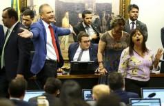 Sessão foi tumultuada e votação do parecer ficou para a próxima semana (Foto: Marcelo  Camargo/Agência  Brasil)