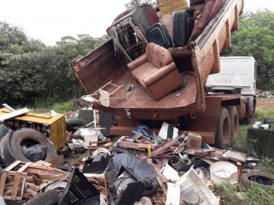 Lixo recolhido no fim de semana passado no bairro IV Plano; ação de combate à dengue segue no município (Foto: Divulgação)