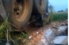 A carreta estava próximo do córrego Sete Voltas, em Maracaju - Foto: reprodução/vídeo