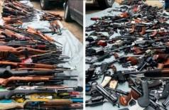 Armas apreendidas em mansão em Los Angeles - Foto: Divulgação/Los Angeles Police Department