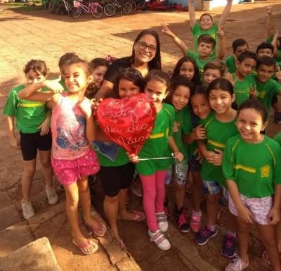 Helô, professora em coleguinhas na Escola Floriano Viegas Machado -  Foto: reprodução