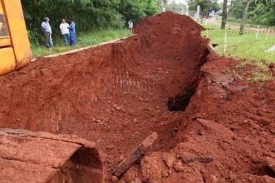 Avenida está interditada desde o dia 2 abril depois de desmoronamento subterrâneo de tubulação de água por onde passa o Córrego Laranja Doce (Foto: Divulgação)