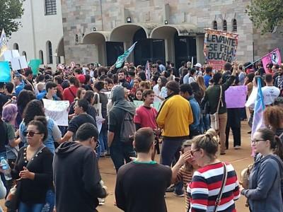 Manifestantes douradenses protestaram na Praça Antônio João (Foto: Divulgação/Simted)