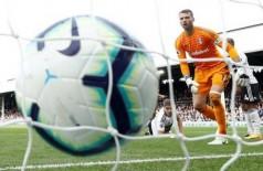 Bola na rede na Inglaterra - Foto: Reuters