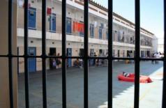 O preso estava pendurado por uma corda feita com lençol. (Foto: Eliel Oliveira/Arquivo)