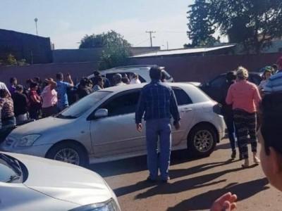 Médico foi morto dentro do carro, em frente à clínica onde trabalhava (Foto: Direto das Ruas)