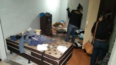 A vítima foi encontrada caída ao lado da cama - Foto: Adilson Domingos