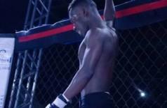 Jean Robert Jean Louis brilha no MMA conhecido como Roberto Haitiano em Dourados (Foto: Divulgação)