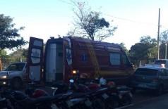 Mulher e filha do homem assassinado foram levadas para hospital (Foto: 94FM)