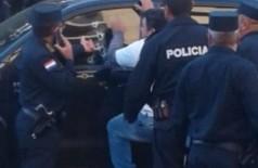 Policiais paraguaios fazem o trabalho de perícia no local do crime. (Foto: Divulgação)
