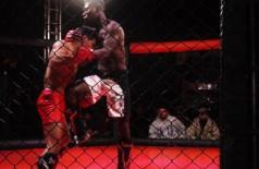 Mais recente vitória ocorreu no sábado passado em Maracaju, com nocaute sobre adversário (Foto: Divulgação)