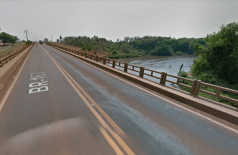 BR-163 vai funcionar em sistema 'pare e siga' por dois meses para obras na ponte sobre o Rio Dourados
