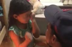 Em vídeo, pai surpreende filha com fatia de bolo em aniversário e emociona (Foto: reprodução)