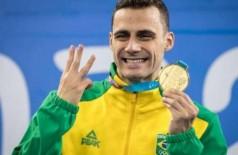 Léo de Deus exibe a medalha dourada no pódio dos Jogos Pan-Americanos de Lima, no Peru (Foto: Alexandre Loureiro/COB)