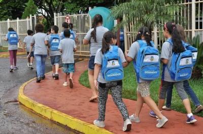 Pais e responsáveis de alunos do município foram avisados sobre horário reduzido de aulas (Foto: A. Frota)