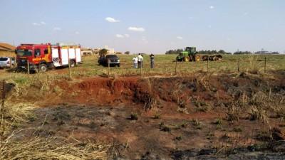 Área invadida foi incendiada por índios em Dourados (Foto: Sidnei Bronka/94FM)