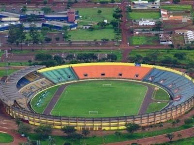 Estádio Douradão está interditado por riscos de tragédia em função de problemas elétricos (Foto: Franz Mendes/Divulgação)