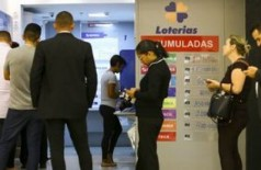 As apostas podem ser feitas até as 19h em qualquer casa lotérica (Foto: Marcelo Camargo/Agência Brasil)