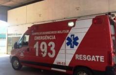 Viatura no estacionamento do hospital para onde o homem foi levado. (Foto: Porã News)