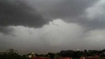 A sensação térmica em Dourados chegou à 29.6°C, à 0h15 - Foto: Karol Chicoski/94FM