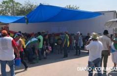 Manifestantes bolivianos estão na ponte que separa Brasil e Bolívia - Foto: Diário Corumbaense