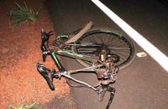 Bicicleta da vítima ficou destruída na rodovia. (Foto: Vilson Nascimento/ A Gazeta News)