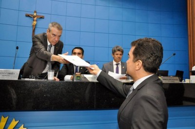 Deputado Marçal assina pedido de abertura de CPI e entrega ao presidente da AL, Paulo Corrêa - Foto: Luciana Nassar/ALMS