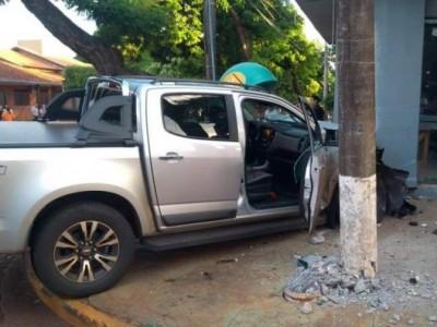 Empresário foi baleado enquanto dirigia, perdeu o controle e colidiu caminhonete (Foto: Adilson Domingos/Arquivo)