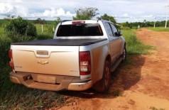PRF apreende 890 kg de maconha em caminhonete roubada