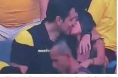 """""""Câmera do beijo"""" flagra homem traindo a esposa durante jogo de futebol (Foto: reprodução/vídeo)"""