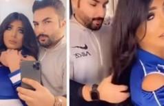 Marido escova o cabelo da esposa em vídeo: 'transgressão' - Foto: Reprodução