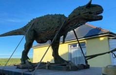 Dinossauro de 6 metros comprado de presente para o filho de Andre Bisson (Foto: Reprodução/Facebook(Andre Bisson)