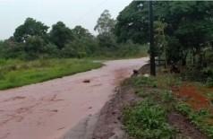 Rua vira 'rio' em dua de chuva - Foto: reprodução/vídeo