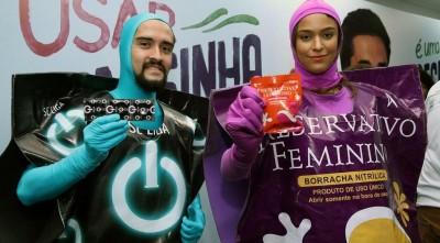 Campanha do governo trata sobre a importância do uso do preservativo