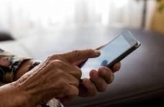 Idosa tem celular roubado após emprestar aparelho para fazer ligação em Dourados