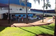 Protesto em frente à prefeitura na manhã desta segunda-feira (17) - Foto: 94FM