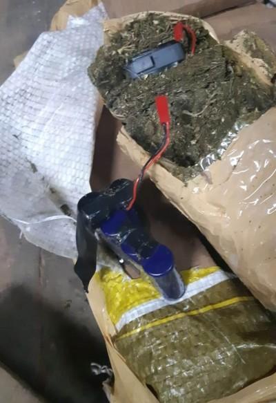 Tablete de maconha sendo rastreado por GPS - Foto: divulgação/PRF