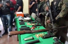 Várias armas foram apreendidas com o grupo - Foto:  Reprodução/Rádio Império
