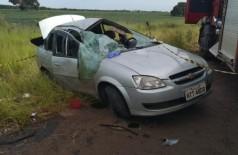 Veículo ficou completamente destruído após capotagem. - Foto: Guilherme Correia