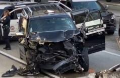 Carro funerário sofre acidente em Los Angeles (Foto: Reprodução/Twitter)